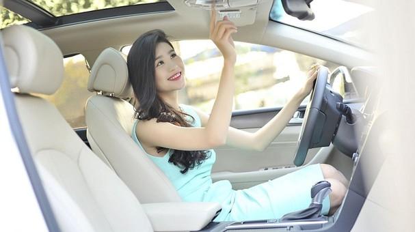 Cửa sổ trời trên xe ô tô có tác dụng gì?