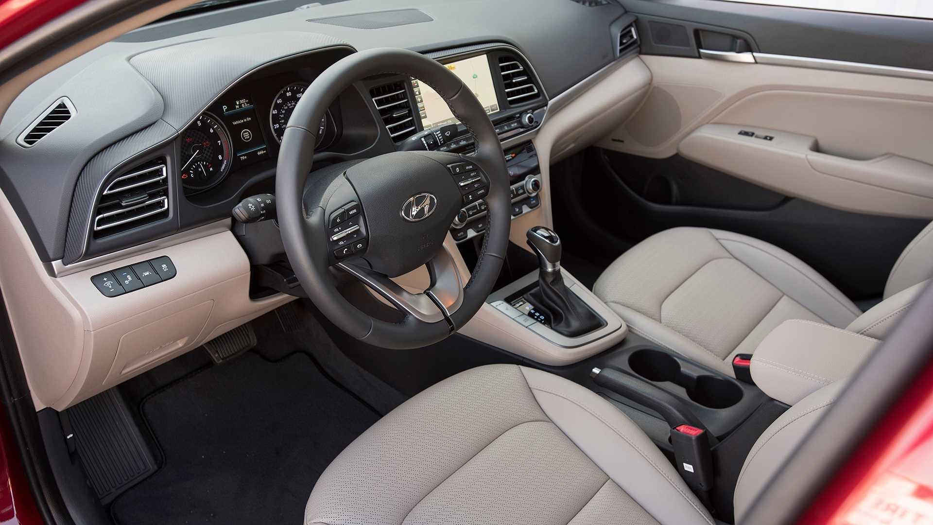 So với một ô tô đã sử dụng hơn chục năm, nhiều mẫu xe trên thị trường hiện tại cũng sở hữu nhiều tính năng, tiện ích hơn.