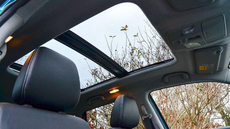 Cửa sổ trời trên xe ô tô Hyundai có tác dụng gì?